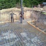 Армирование плиты фундамента при строительстве цокольного подвального этажа