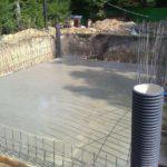 Строительство дома с цокольным этажом заливка плиты фундамента