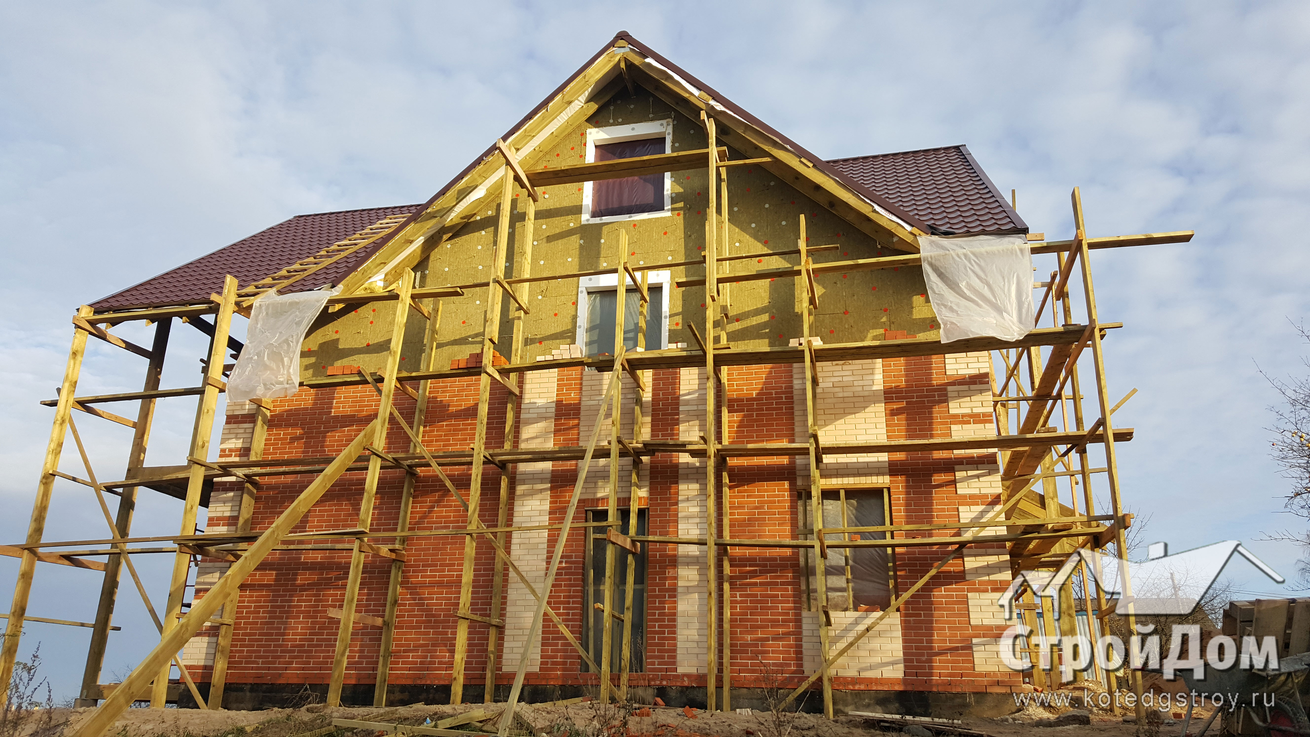 Облицовка фасадов загородного дома кирпичом