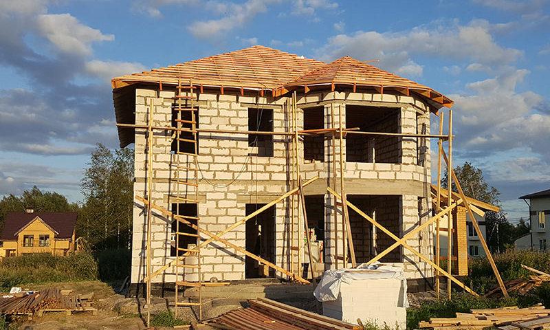 Кто принимает участие в строительстве дома: сколько специалистов и зачем они нужны?