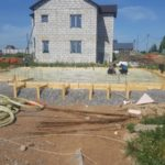 Строительство дома из газобетона, фундамент, плита сростверком