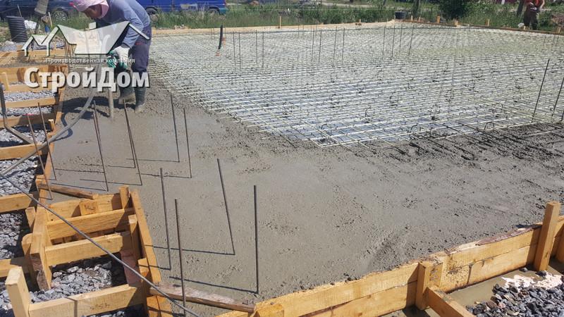 Фундамент коттеджа монолитная плита, заливка фундамента, укладка бетона