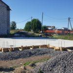 Плита фундамента дома из газобетона с арматурными выпусками для ростверка