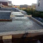 Заливка керамзитобетона в пояс под облицовку стен дома из газобетона