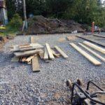 Строительство фундамента загородного дома, щебеночная подготовка, монтаж опалубки