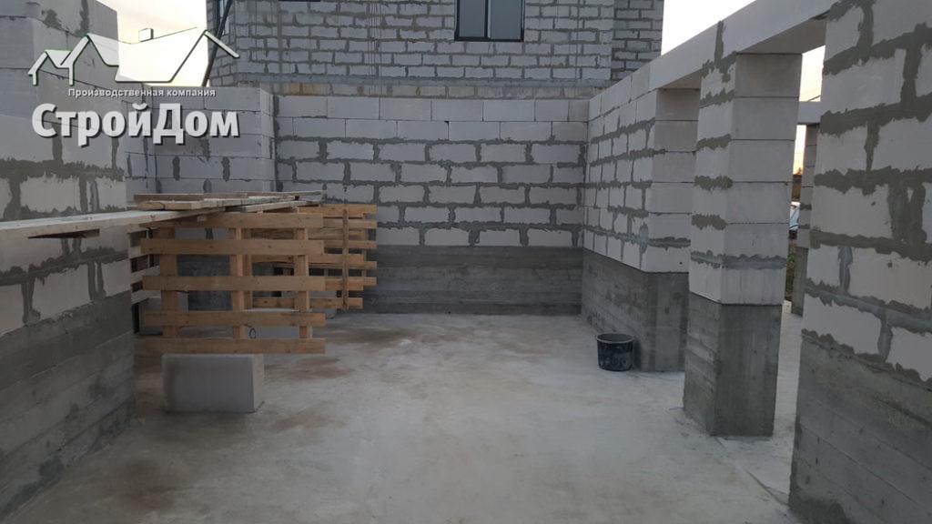Стены первого этажа из газобетонных блоков