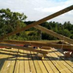 Изготовление ферм стропильной системы кровли загородного дома из кирпича