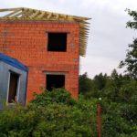 Монтаж стропильной системы кровли загородного дома из кирпича