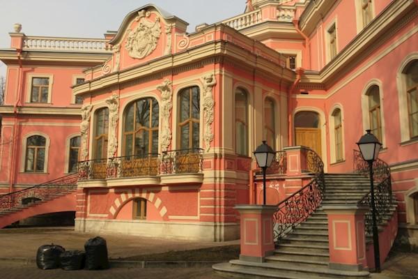 Сколько стоит строительство самого дорогого коттеджа в Санкт-Петербурге и почему цена просто разрывает воображение?