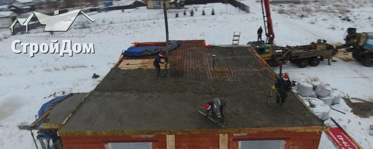 Строительство загородных домов и коттеджей зимой заливка междуэтажного перекрытия