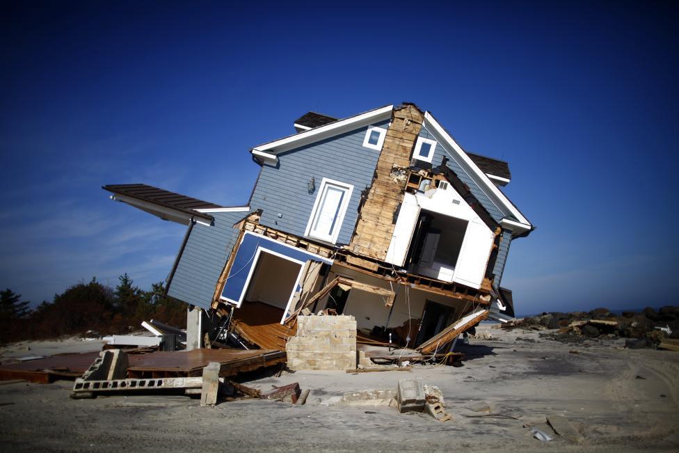 Почему строитель никогда не будет брать кредит на покупку готового дома? И по какой причине банки одобряют ипотеку любых размеров на покупку домов, но крайне ограниченно кредитуют строительство частного дома?